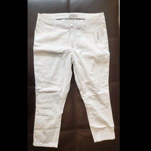 Just Fab White Capri Pants Size 34